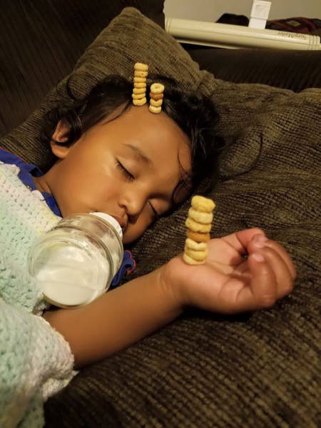 Fathers Use Their Babies To Compete At The Cheerios Stacking Challenge