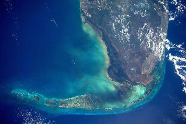 Astronaut Takes Stunning Photos From Space