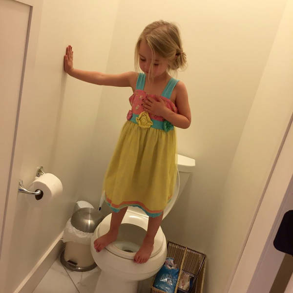 Mom Took What She Thought Was A Fun Pic Of Her 3 Y.O. Before Her Daughter Told Her What She Was Really Doing