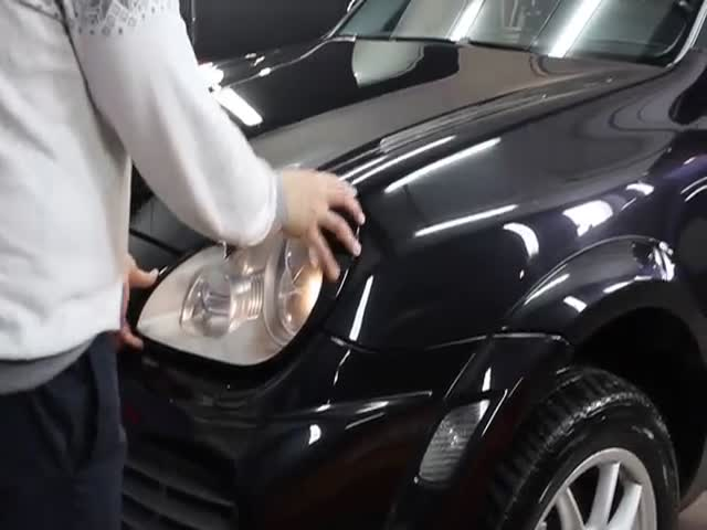 How To Steal Porsche Cayenne's Headlights In 10 Seconds