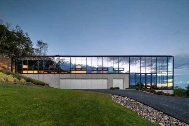 Amazing Glass House In The Middle Of Nowhere