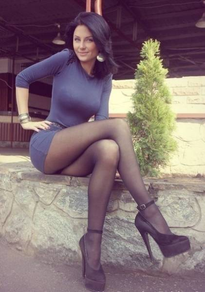 Hot Girls With Beautiful Long Legs