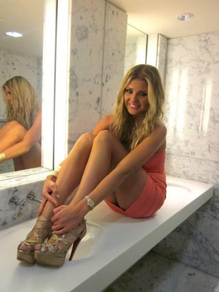 Hot Girls With Beautiful Long Legs
