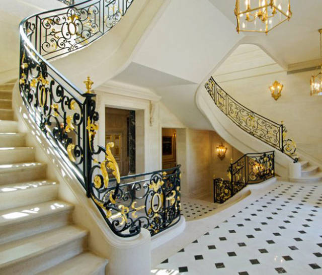 """Château Louis XIV:"" The Most Expensive House Ever Sold"