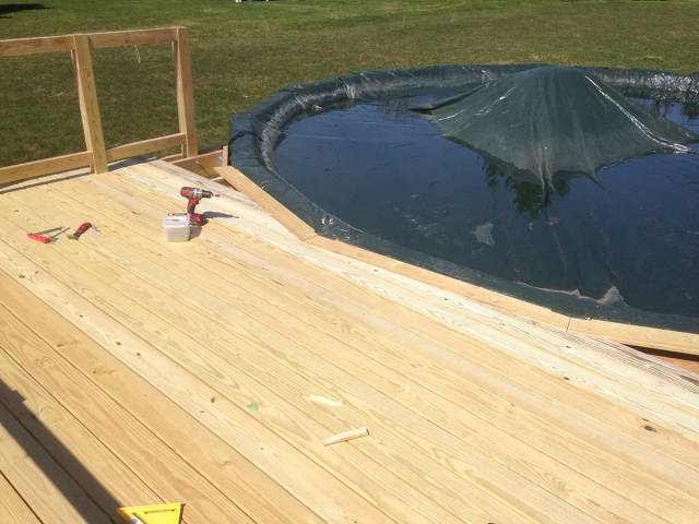 Guy Builds A Cool Deck For His Above Ground Pool