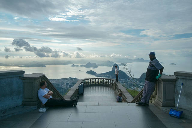 This Is What The Most Famous Places In The World See Everyday!