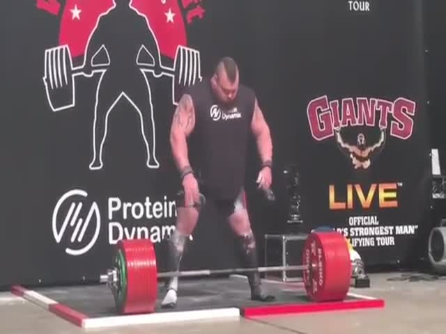 The First Man Ever To Deadlift 1155 Pounds (500kg)