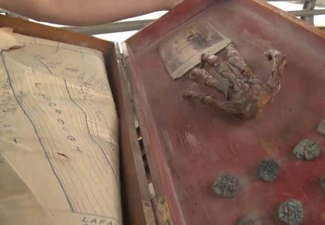 You Won't Believe What This Family Found In Grandparents' Attic!