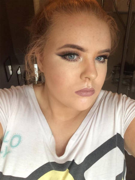 """Girl Pays For An Expensive """"Professional"""" Makeup From Urban Decay To Get This As A Result…"""