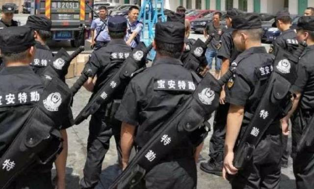 Unusual Weapon Kits For Police In Chinese City Of Shenzhen