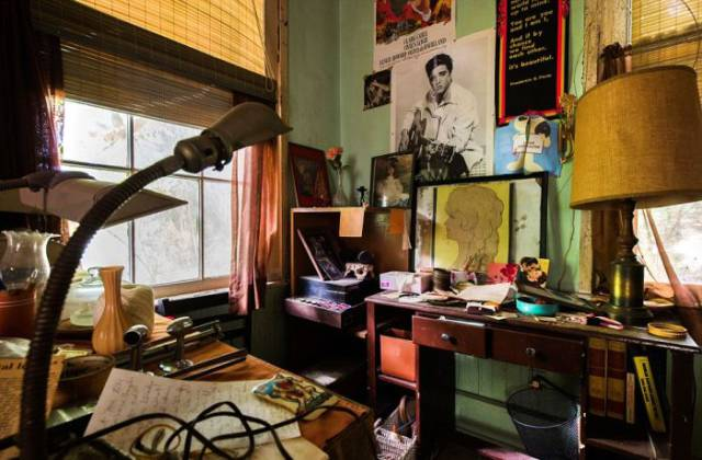 Chilling Abandoned House Of A Hoarder