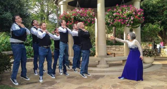When Groomsmen And Bridesmaids Took Wedding Photos To A Whole New Level