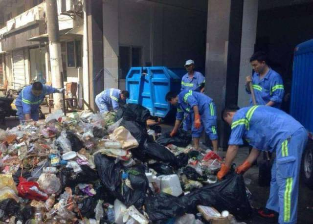 Shanghai Sanitation Workers Are The Best In The World