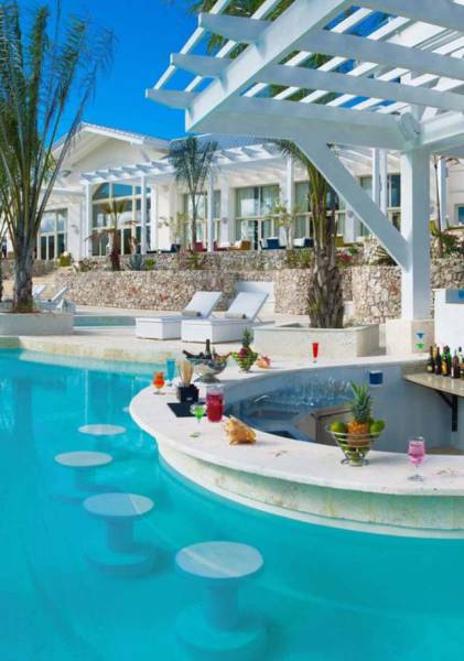 These Beautiful Pool Bars Will Gonna Make You Drool