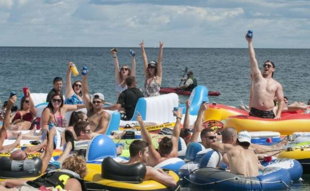 Hundreds Of Drunk American Floaters Were Blown Onto Canadian Shore
