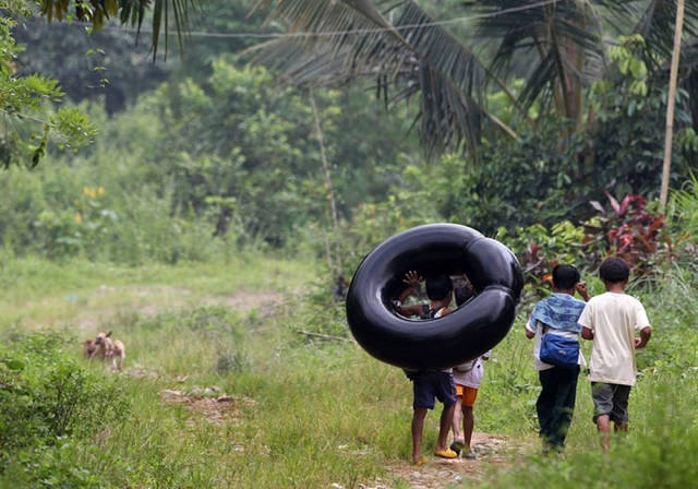 This Is What Kids Around The World Have To Do To Get To School