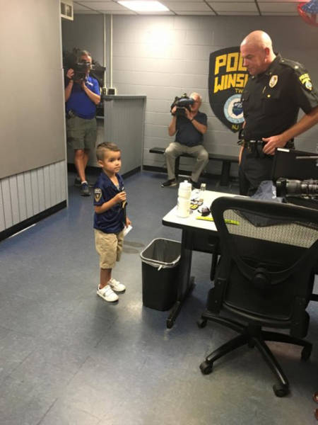 Little Boy Was Saving His Pocket Money For 5 Months To Make A Surprise For Local Policemen