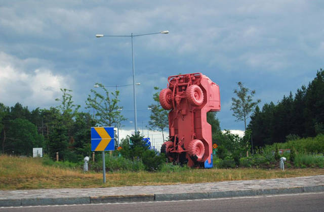 People Post Ugly Art From Their Home Cities Around The World