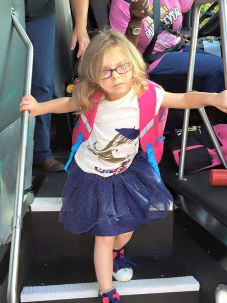 Funny Photos Of A Little Girl Before And After The First Day Of School