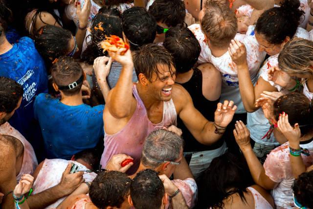 La Tomatina: Huge Tomato Fight In Spain