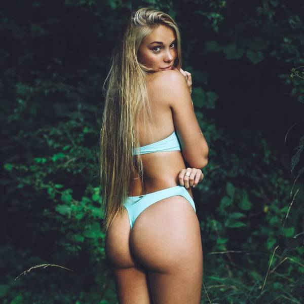 These College Babes Are A Treat For The Eyes