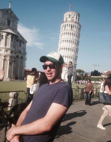 Guy Makes Amusing Photos Of Tourists Who Are Obsessed With The Leaning Tower Of Pisa