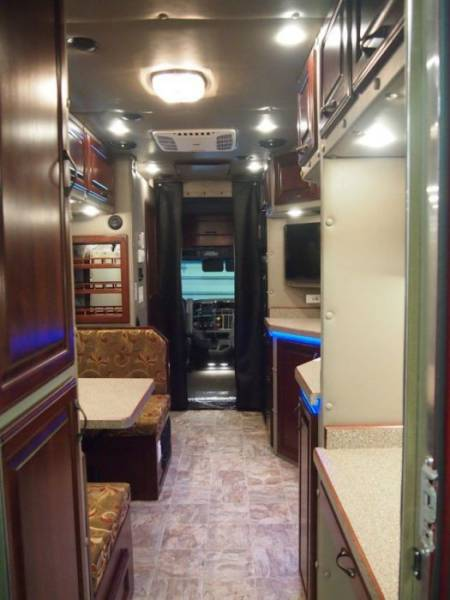 This is why custom truck sleepers are awesome 10 pics for Custom semi truck sleeper interior