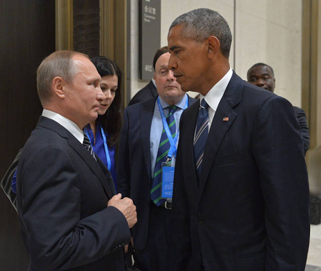 Obama-Putin Photoshop Battle. Hilarity Ensues
