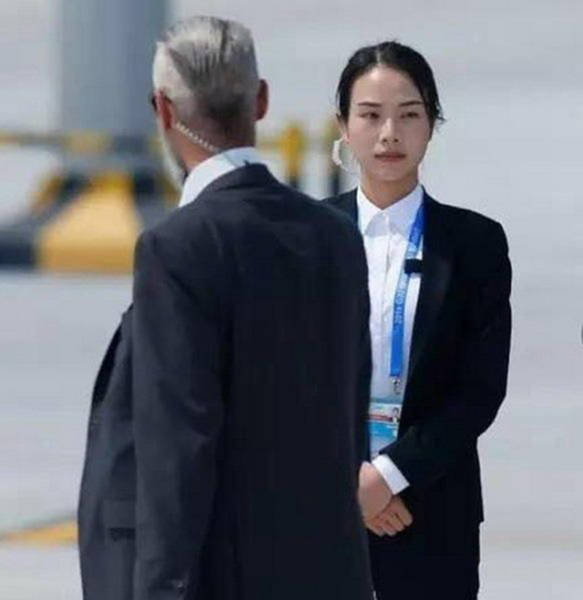 This Female Bodyguard At China