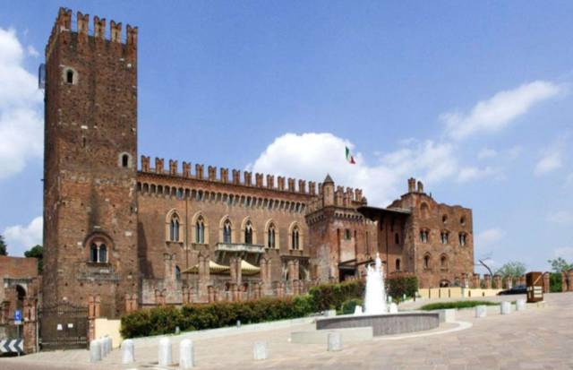 Amazing Castles For Sale Around The World