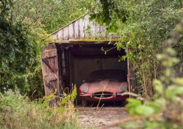 Neglected 1964 Jaguar Was Found In An Old Crumbling Garage