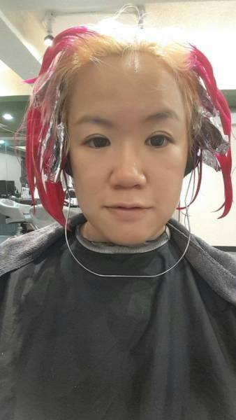 A Girl Asked Her Hairdresser For Ombré Hair But Got Something Slightly Different