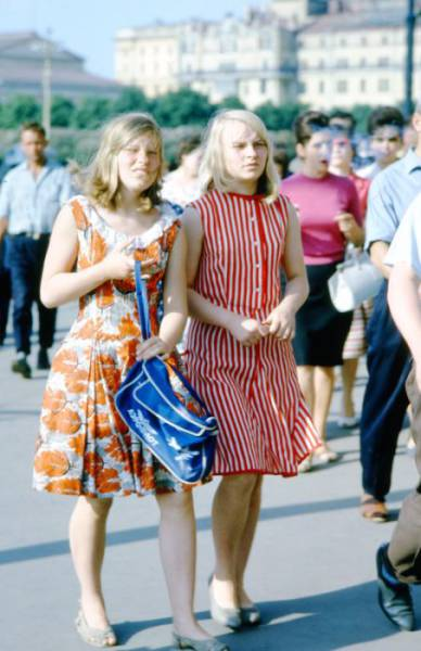 Street Photos Of Random Soviet People From Back Then