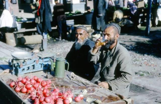 Street Photos Of Random Soviet People From Back Then