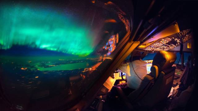 Stunning Photos Taken From An Airplane Cockpit