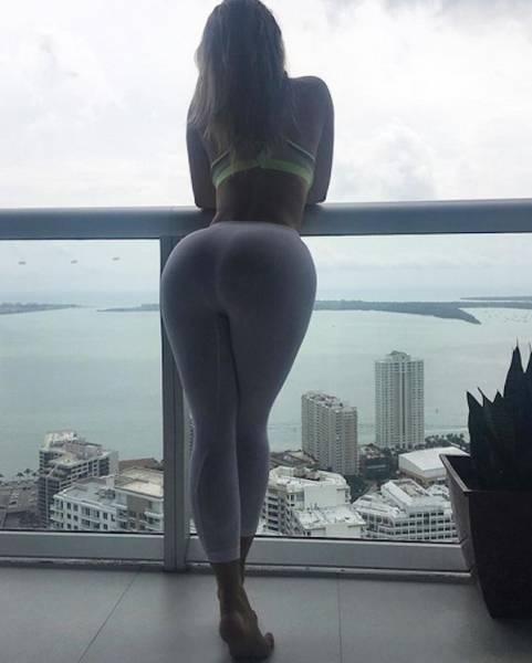 Sexy Girls Rocking Yoga Pants