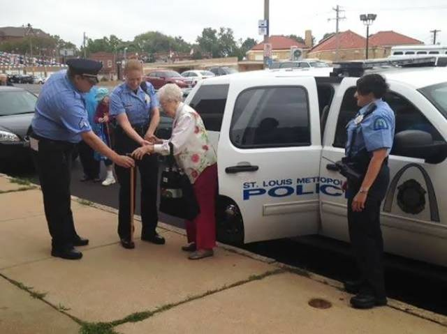 A Centenarian Woman Has Always Dreamed Of Being Arrested, Her Wish Has Finally Come True