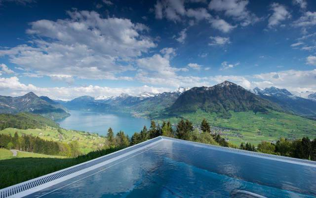 """This Gorgeous Infinity Pool In The Swiss Alps Is Dubbed """"The Stairway To Heaven"""""""