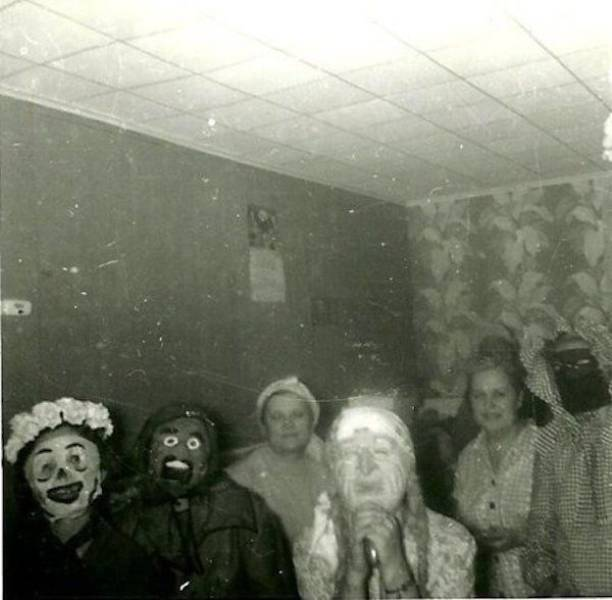 Creepy Halloween Costumes From The Past That Will Haunt Your Dreams