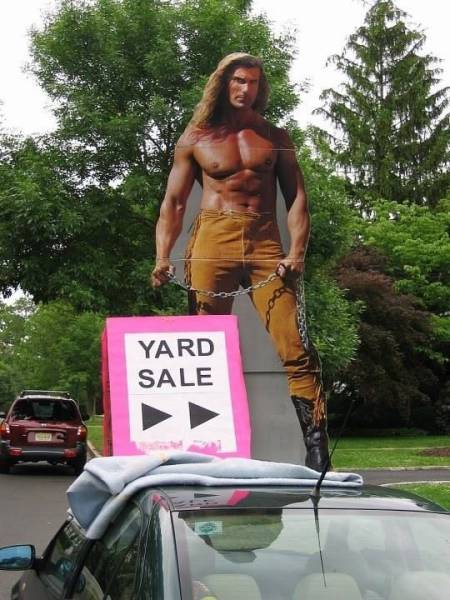 Judging By These Hilarious Yard Signs, These People's Neighbors Have A Great Sense Of Humor