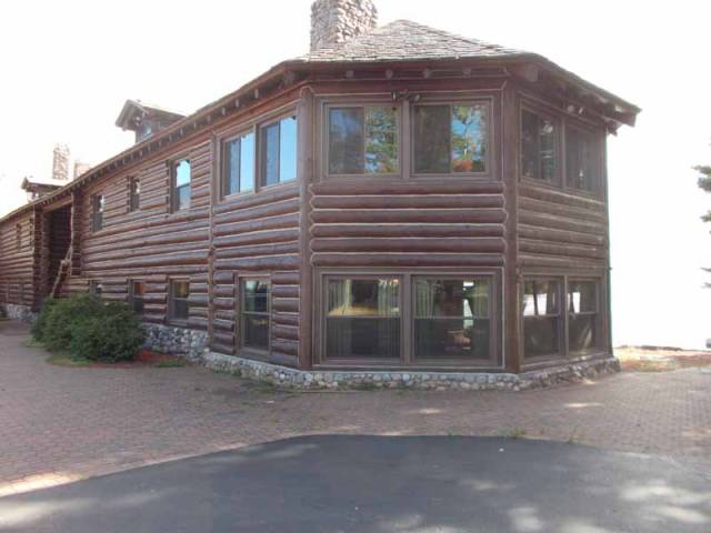 The America U2019s Largest Log Cabin Has A 50  Discount But