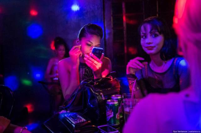 Here Are The Working Girls You Can Meet In Cuba If You're Looking For A Good Time At Night