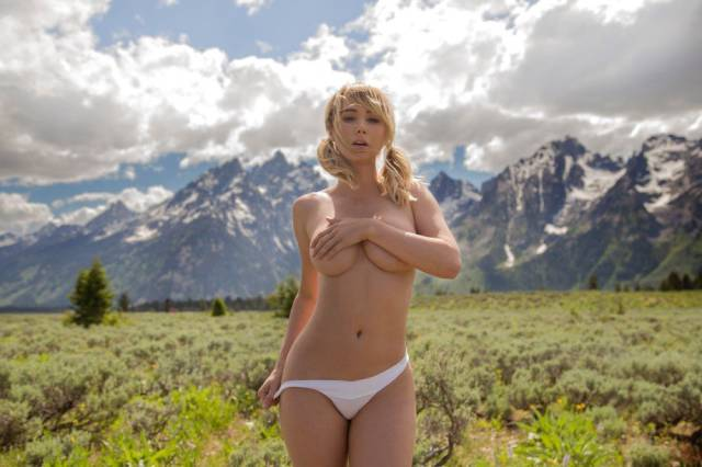 Sara Underwood Showing Some Skin In The Spectacular Natural Surroundings