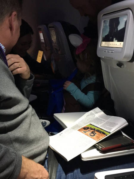 Dad Brought Trick-Or-Tricking To His 3 Y.O. When They Took A Flight On A Halloween Night