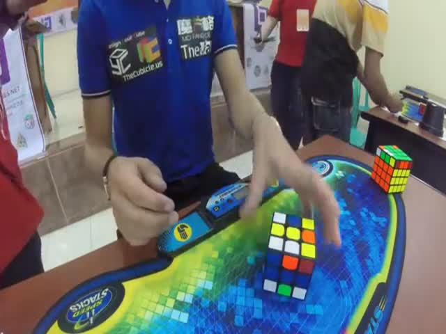 Impressive New Rubik's Cube World Record