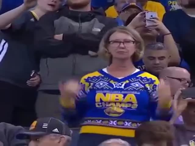 Mom Shows Some Serious Moves At The Golden State Warrior's Game