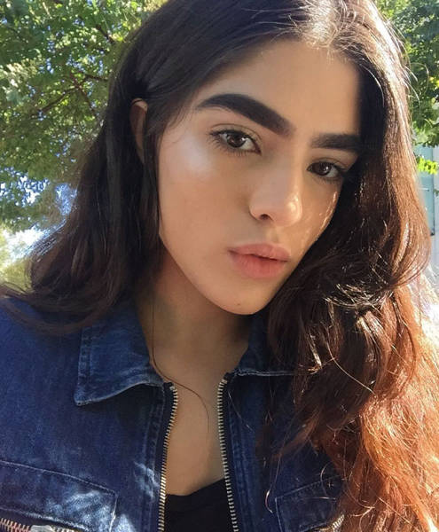 Girl Bullied For Having Extremely Think Eyebrows Lands A Massive Contract With A Modeling Agency
