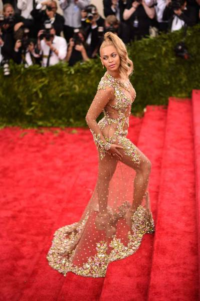 Celebs' Scandalous Dresses That Shocked The World