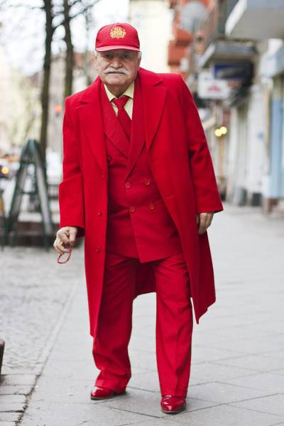 86-Year-Old Tailor Goes To Work Dressed Differently Everyday