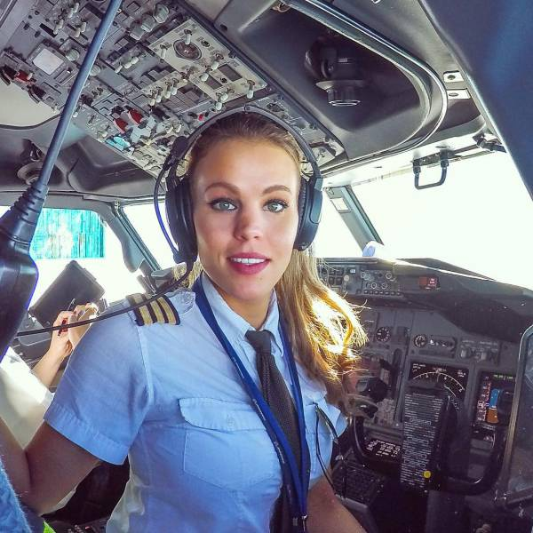Swedish Pilot Is Winning Over The Internet With Her Hot Yoga Snaps